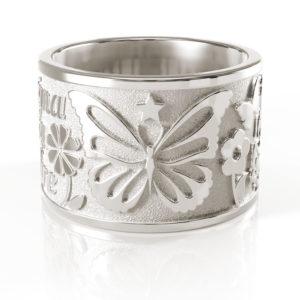 <h2>Naturale</h2><p>È la finitura tipica dell'argento che ne mette in risalto la lucentezza naturale.</p>